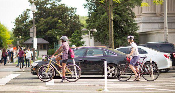 Cyclists_and_cars_on_Pennsylvania_Avenue_Aimee_Custis_Flickr-600.jpg